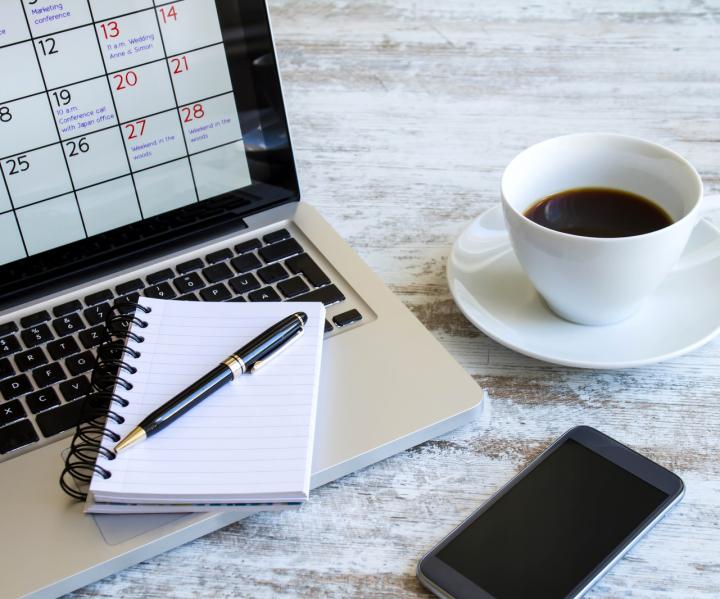 laptop mit Kaffee
